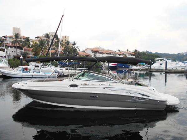 2005 SEA RAY 240 Sundeck Runabout 1962336