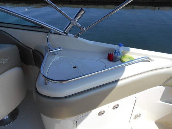 2005 SEA RAY 240 Sundeck Runabout 1962344