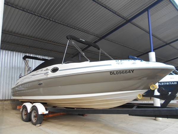 2005 SEA RAY 240 Sundeck Runabout 1962348
