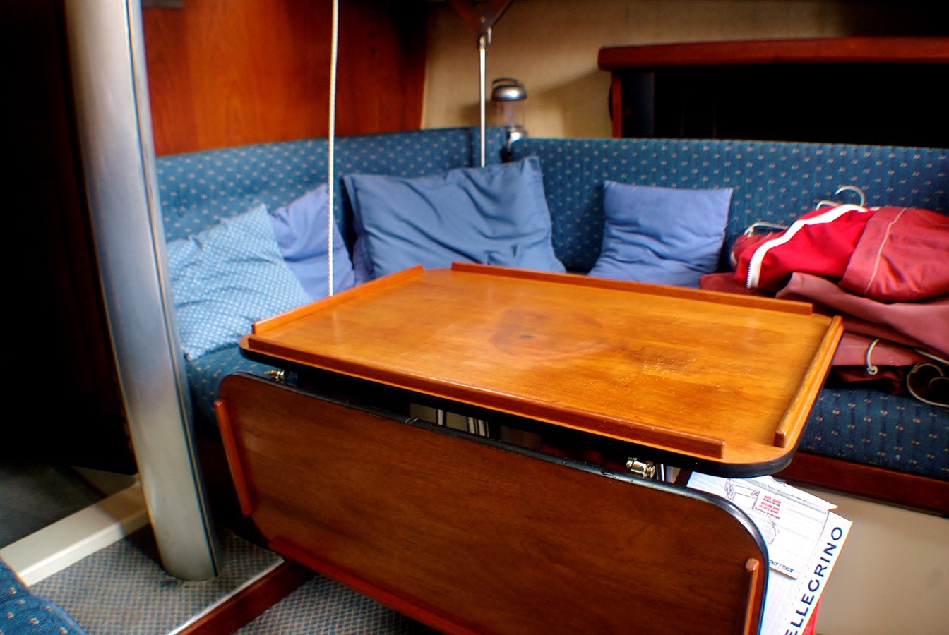 Cabin table forward 1977 CALGAN MARINE  Aft Cockpit 1975152