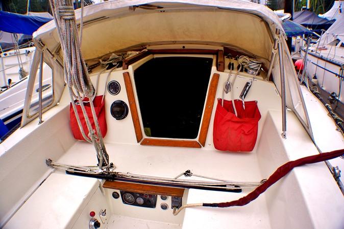 Cockpit forward 1977 CALGAN MARINE  Aft Cockpit 1975143