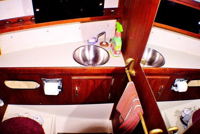 Vanity and head 1977 CALGAN MARINE  Aft Cockpit 1975167