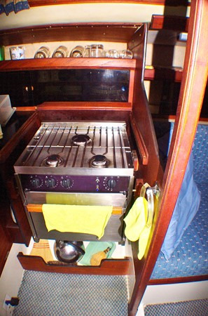 Stove 1977 CALGAN MARINE  Aft Cockpit 1975179