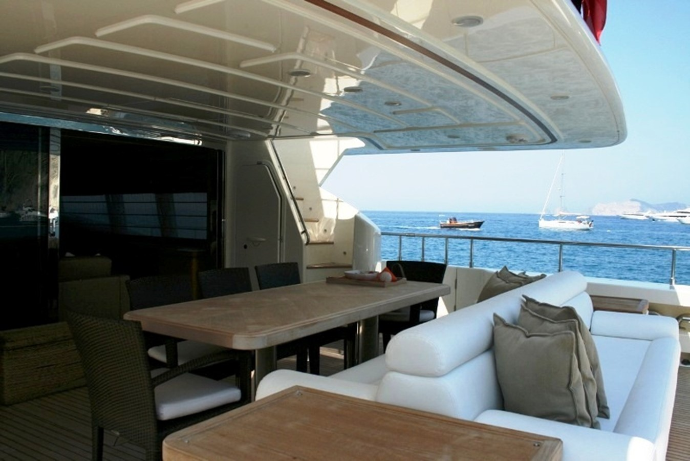 aft deck 2009 FERRETTI YACHTS  Motor Yacht 1993349