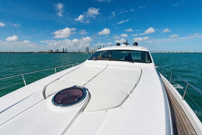 Bow 2009 PERSHING 64 Motor Yacht 1997652