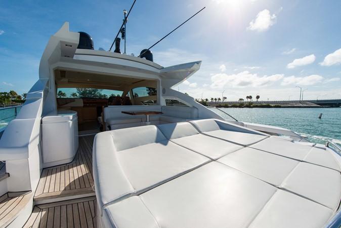 Aft Sunpad 2009 PERSHING 64 Motor Yacht 1997663