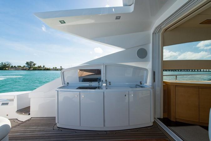 Aft Deck 2009 PERSHING 64 Motor Yacht 1997667