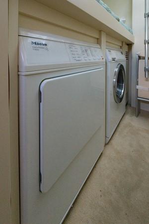 Laundry 2009 PERSHING 64 Motor Yacht 1997675