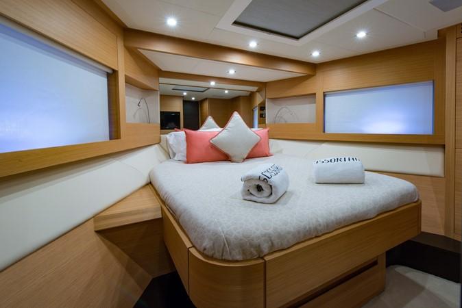 VIP Stateroom 2009 PERSHING 64 Motor Yacht 1997700