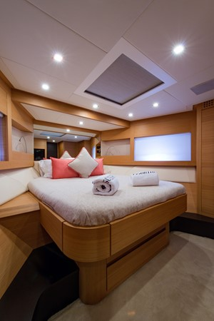 VIP Stateroom 2009 PERSHING 64 Motor Yacht 1997702