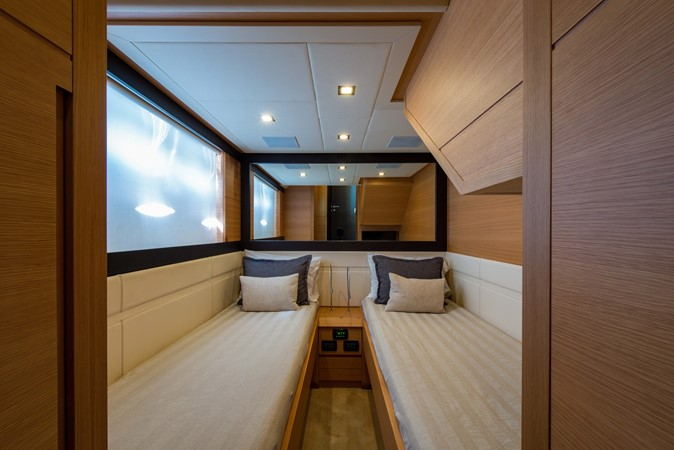 Guest Stateroom 2009 PERSHING 64 Motor Yacht 1997730