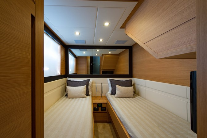 Guest Stateroom 2009 PERSHING 64 Motor Yacht 1997733