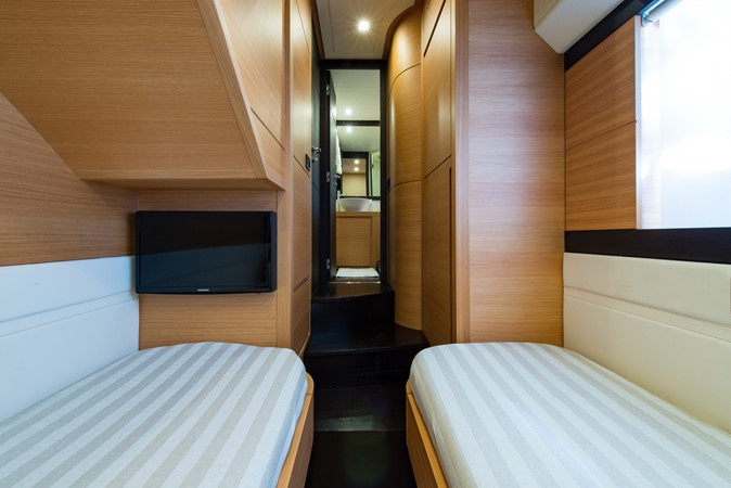 Guest Stateroom 2009 PERSHING 64 Motor Yacht 1997735