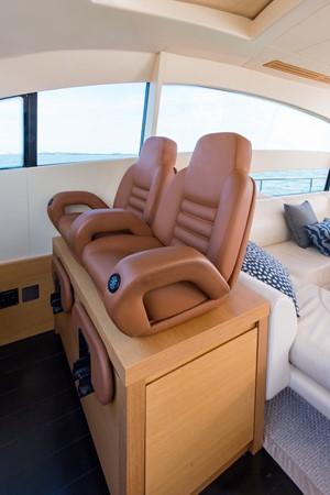 Helm 2009 PERSHING 64 Motor Yacht 1997750