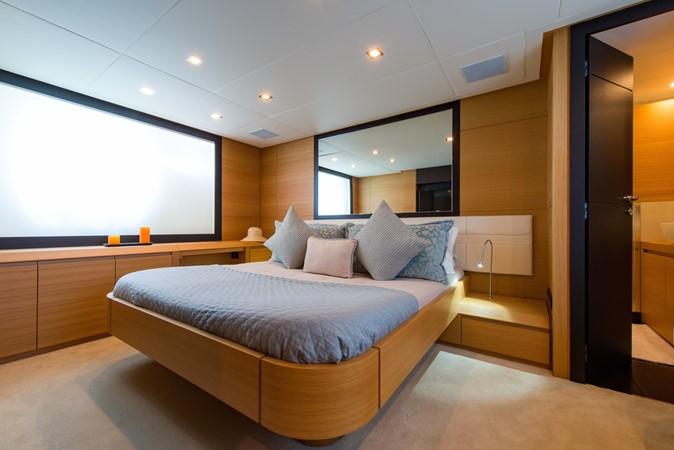 Master Stateroom 2009 PERSHING 64 Motor Yacht 1997761