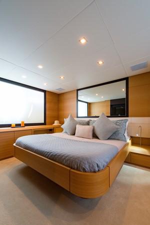Master Stateroom 2009 PERSHING 64 Motor Yacht 1997764