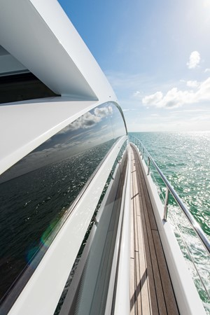 Passageway 2009 PERSHING 64 Motor Yacht 1997789