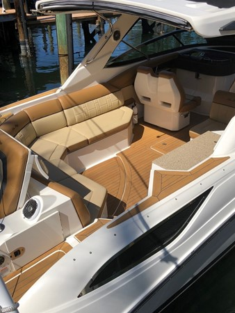 2015 SEA RAY 350SLX Runabout 2038372