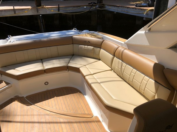 2015 SEA RAY 350SLX Runabout 2038375