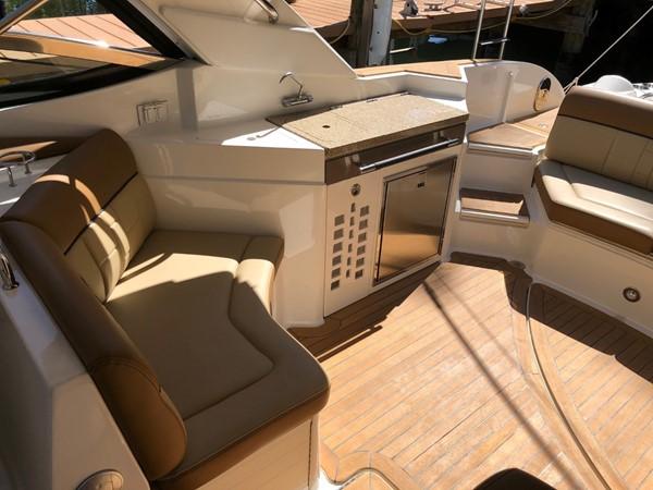 2015 SEA RAY 350SLX Runabout 2038377