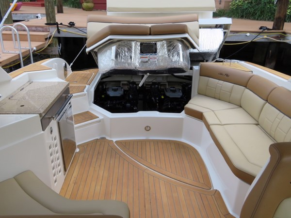 2015 SEA RAY 350SLX Runabout 2038400