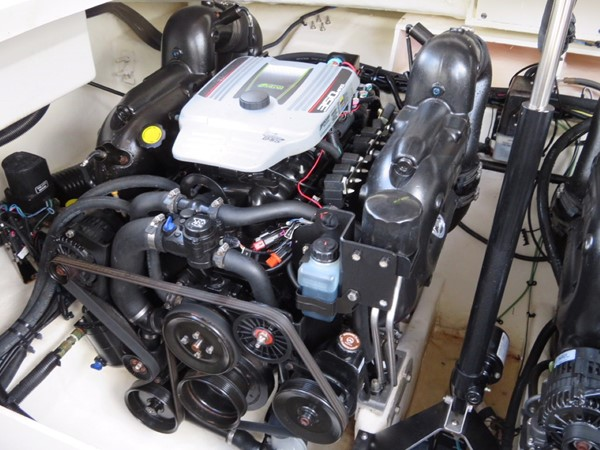 2015 SEA RAY 350SLX Runabout 2038401
