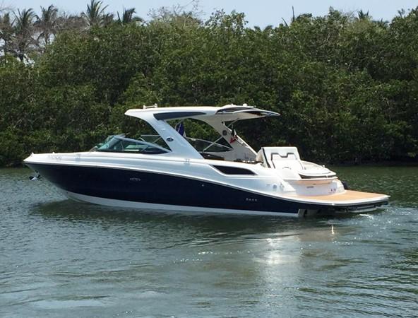 2017 SEA RAY 350 SLX Runabout 2614307