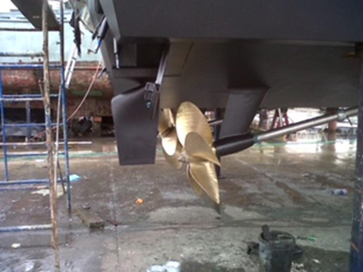 2005 FERRETTI YACHTS  Mega Yacht 2036980