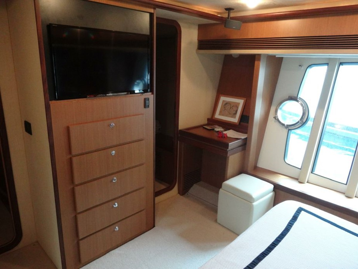 2005 FERRETTI YACHTS  Mega Yacht 2036990