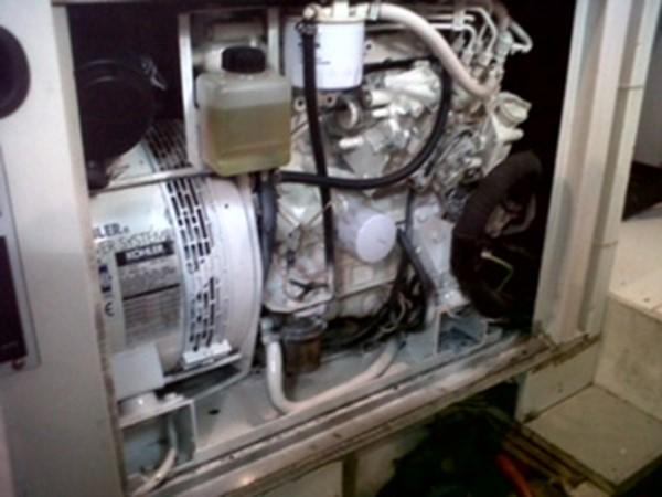 2005 FERRETTI  Mega Yacht 2036979