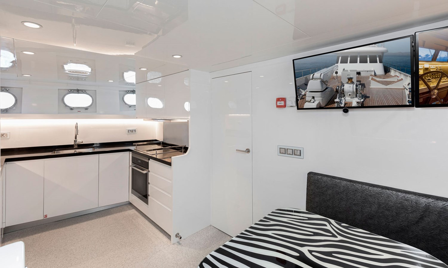 Witsen-and-vis-33m-Yacht-Galley 1971 Witsen & Vis  Motor Yacht 2681012