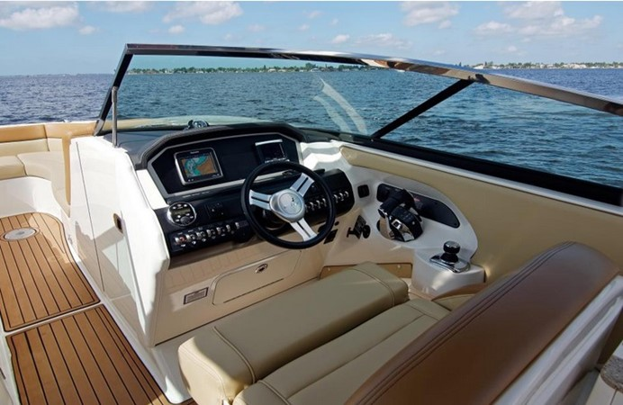2014 SEA RAY 300 SLX Runabout 2050261