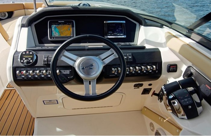 2014 SEA RAY 300 SLX Runabout 2050262