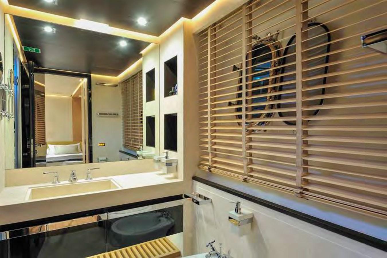 Bertona-Canados-116-Motor-Yacht-VIP-Bathroom 2011 CANADOS 116 Motor Yacht 2791465