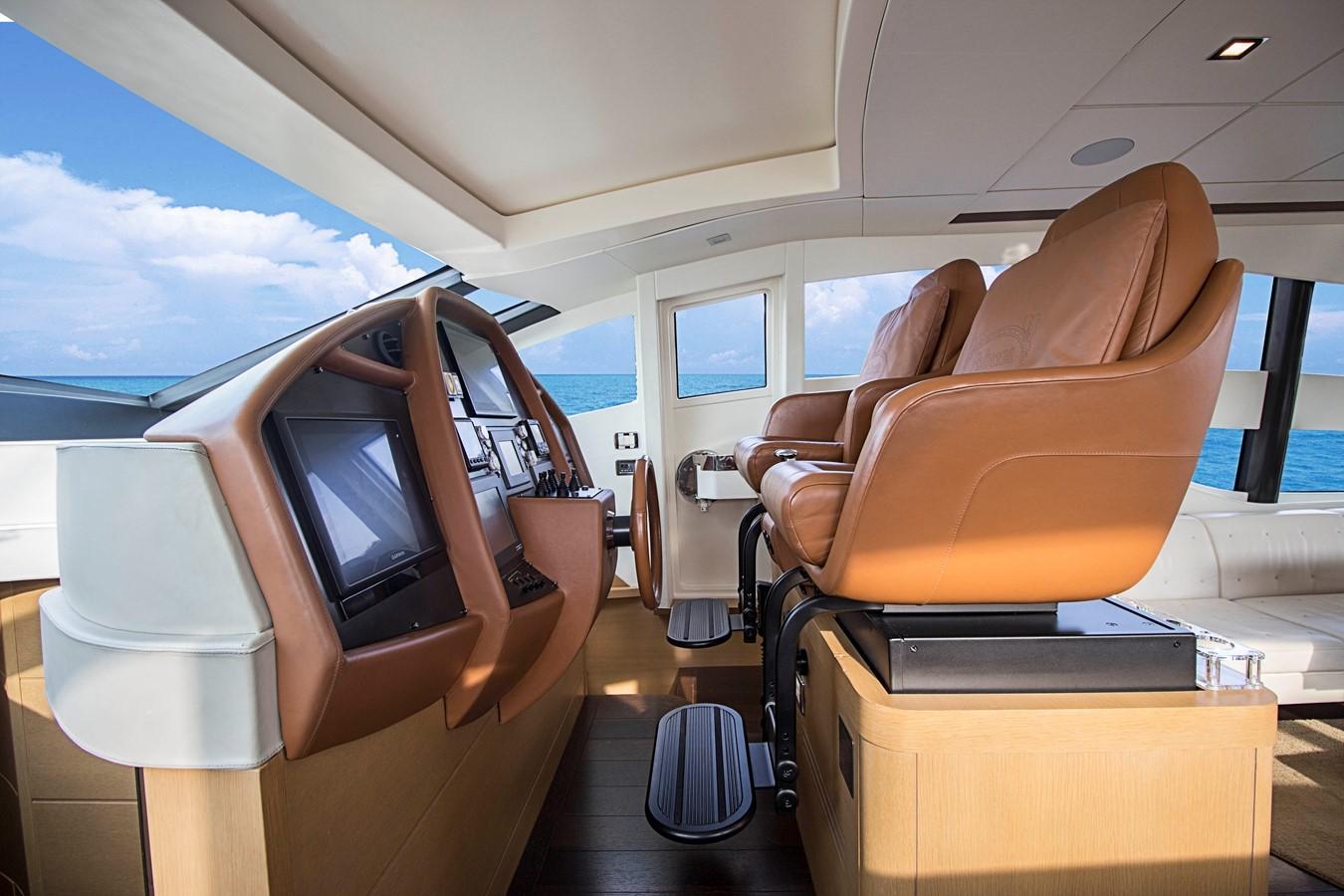 HELM  2009 PERSHING CRUISER EXPRESS Cruiser 2065046