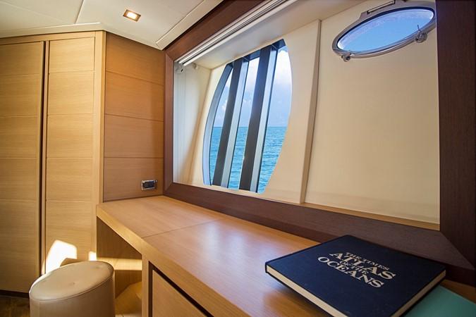Master Stateroom / Desk 2009 PERSHING CRUISER EXPRESS Cruiser 2065053
