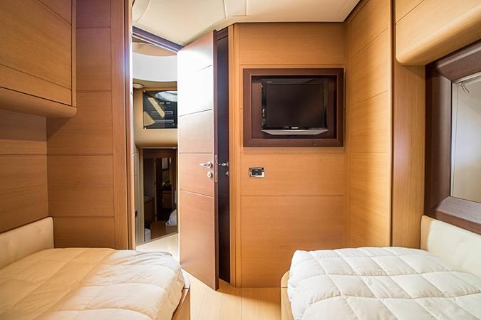 Guest Stateroom 2009 PERSHING CRUISER EXPRESS Cruiser 2065069
