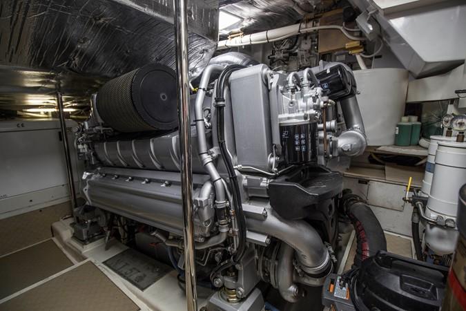 Engine Room 2009 PERSHING CRUISER EXPRESS Cruiser 2065085