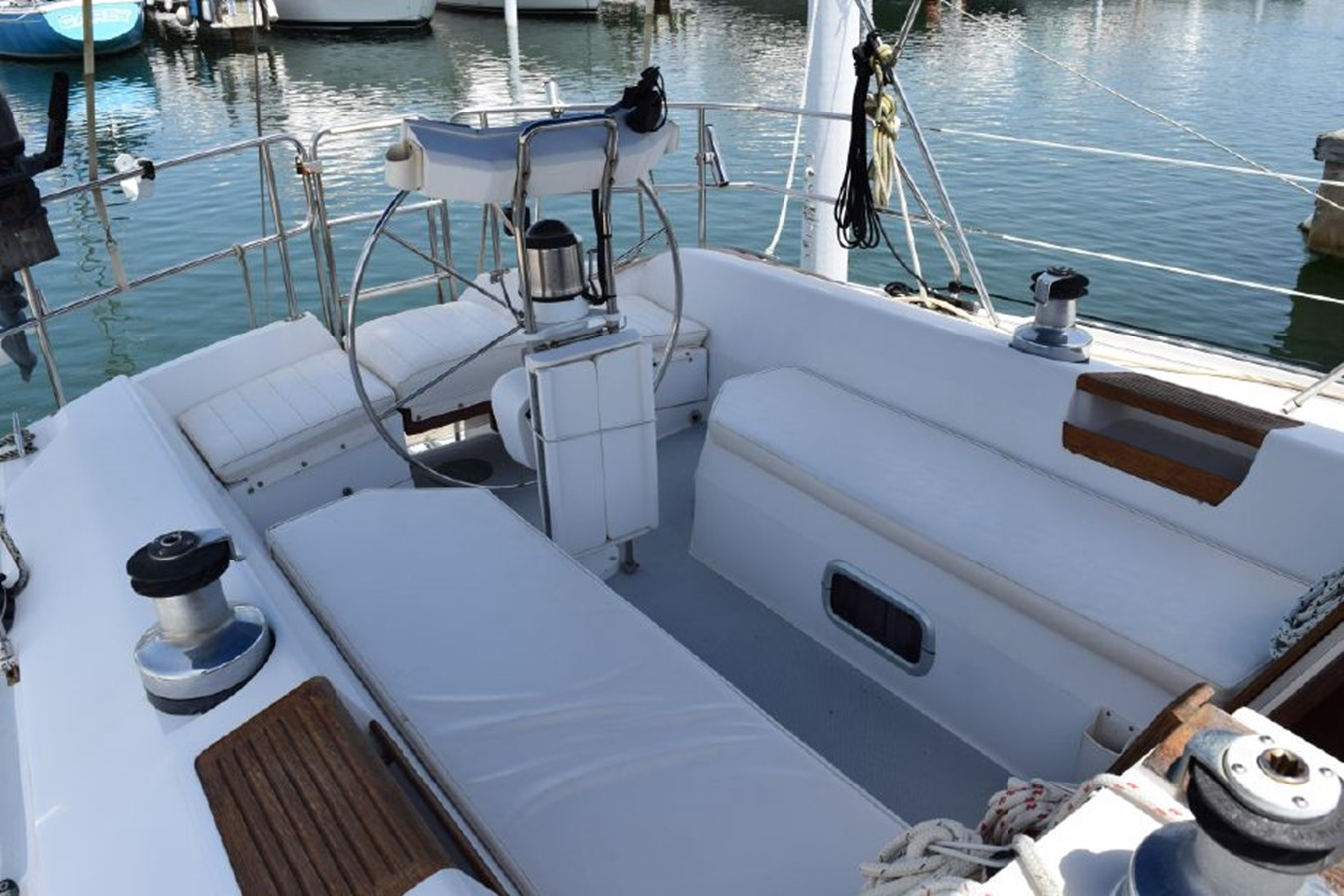 1990 CATALINA 42 Cruising Sailboat 2068123
