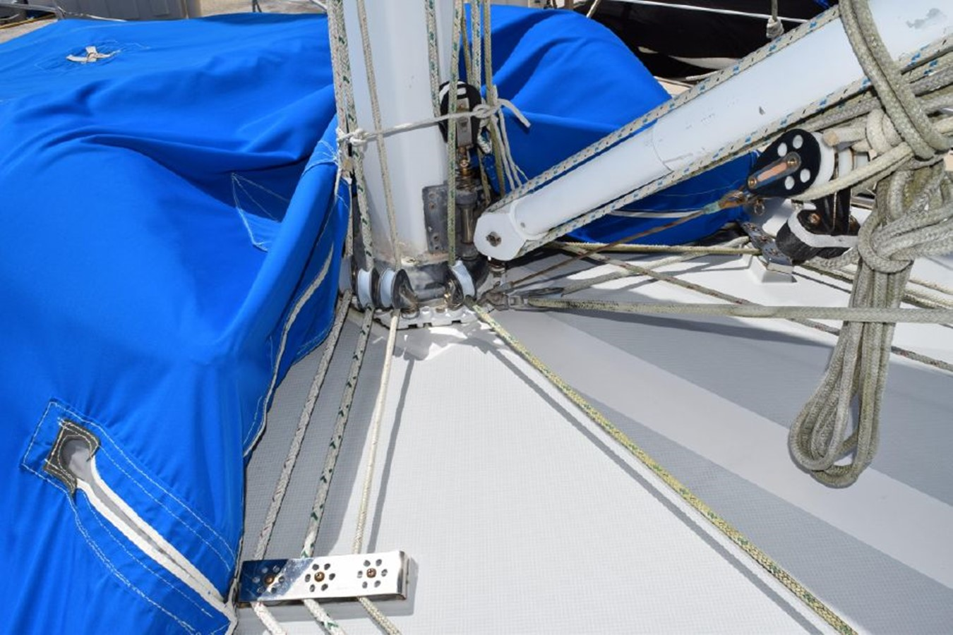 1990 CATALINA 42 Cruising Sailboat 2068125