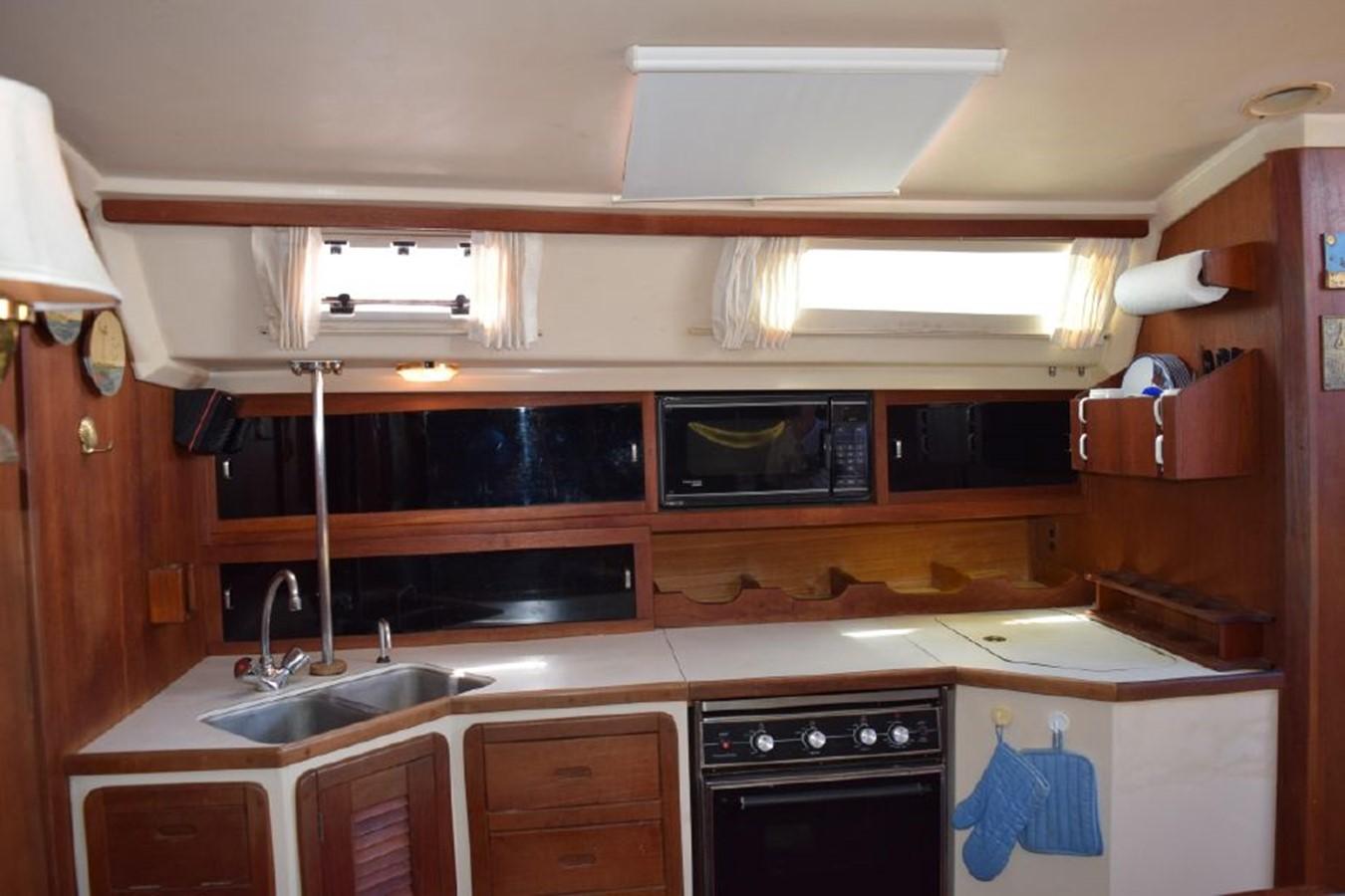 1990 CATALINA 42 Cruising Sailboat 2068129