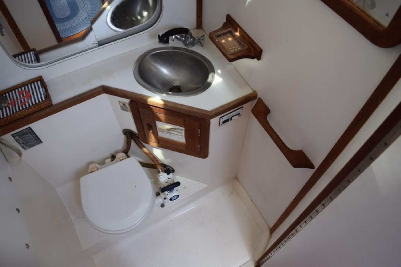 1990 CATALINA 42 Cruising Sailboat 2068149