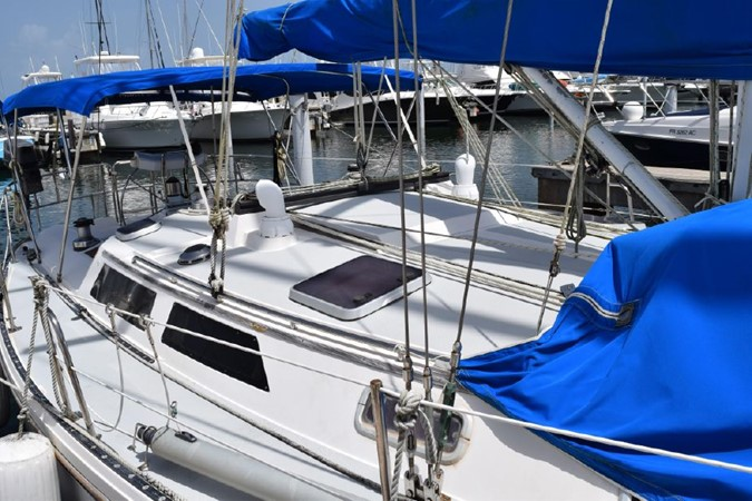 1990 CATALINA 42 Cruising Sailboat 2068112