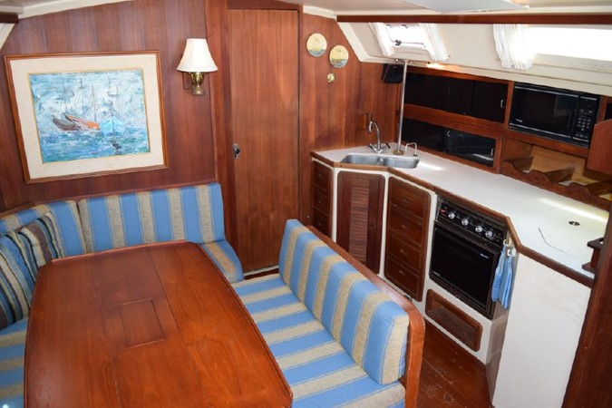 1990 CATALINA 42 Cruising Sailboat 2068128