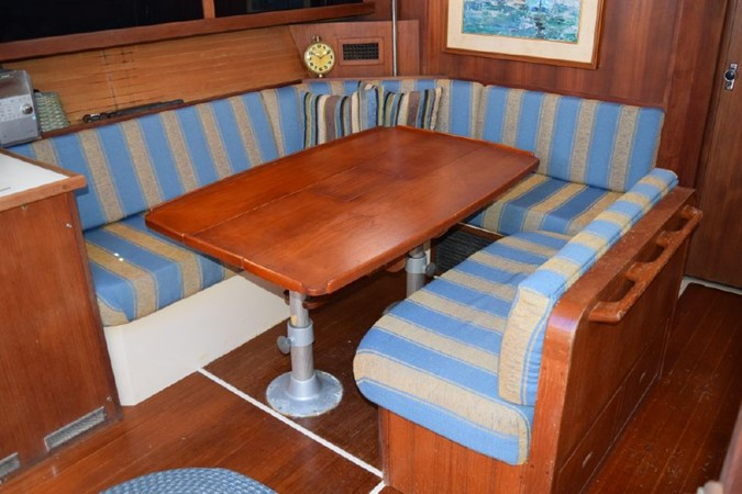 1990 CATALINA 42 Cruising Sailboat 2068132