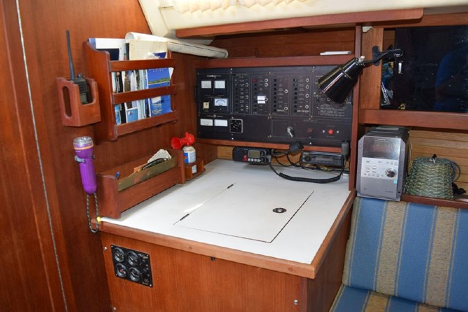 1990 CATALINA 42 Cruising Sailboat 2068134