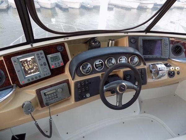 Carver 444 Cockpit Motor Yacht Helm 2002 CARVER 444 Cockpit Motor Yacht  2100362