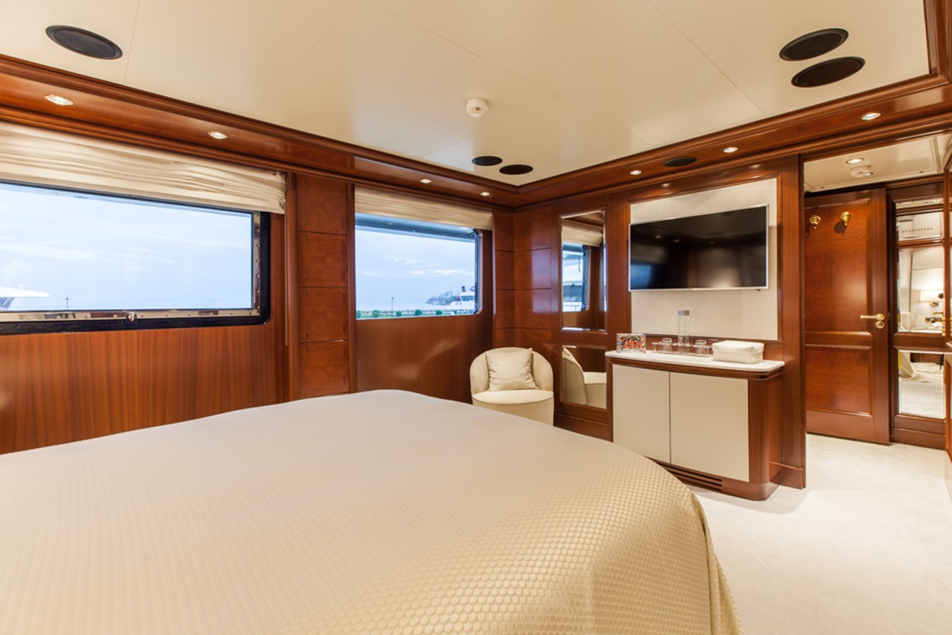 2004 GOLDEN YACHTS  Mega Yacht 2161834