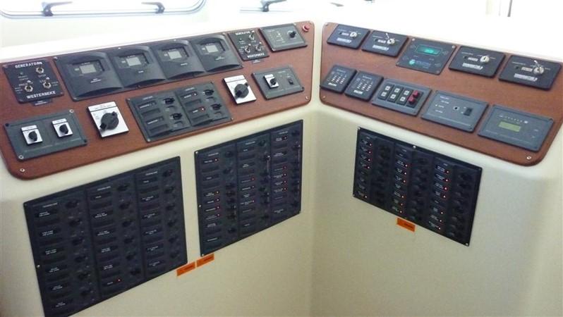 A/C  D/C Electric Monitors & Panels 2009 CUSTOM Catamaran  2162988