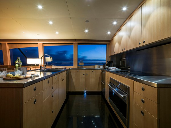 2012 YACHTING DEVELOPMENTS, NZ 90' Ullberg Design Sport Fisherman 2167776
